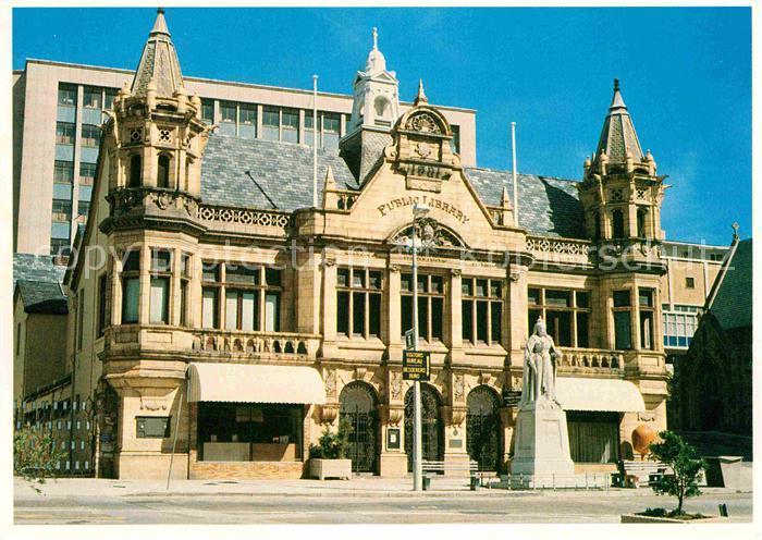 AK / Ansichtskarte Port Elizabeth Southafrica Municipal Public Library and statue of Queen Victoria Kat. Port Elizabeth
