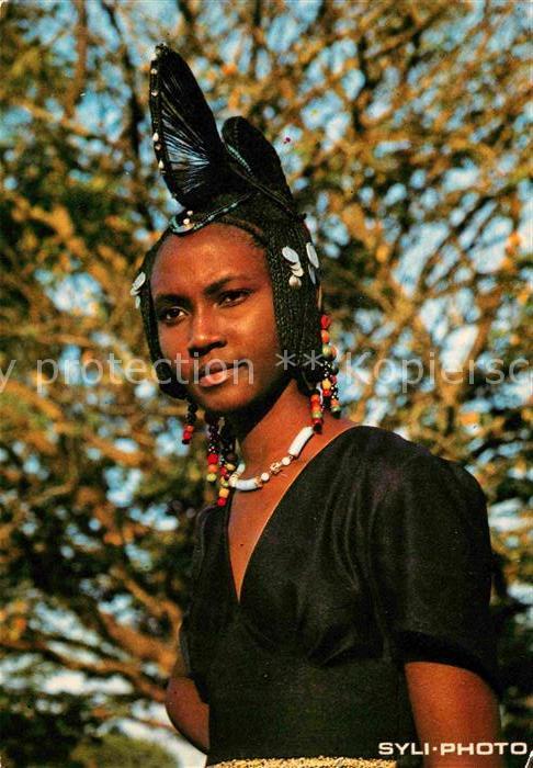 AK / Ansichtskarte Guinee Guinea Guineenne Tracht