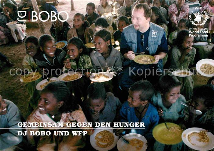 AK / Ansichtskarte Saenger Band DJ Bobo Botschafter World Food Programm Kinder aethiopien Kat. Musik