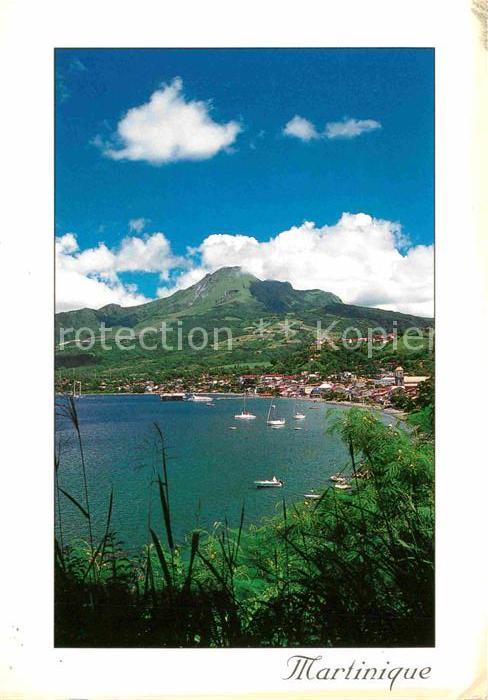 AK / Ansichtskarte Martinique La Baie de Saint Pierre et la Montagne Pelee Kat. Martinique