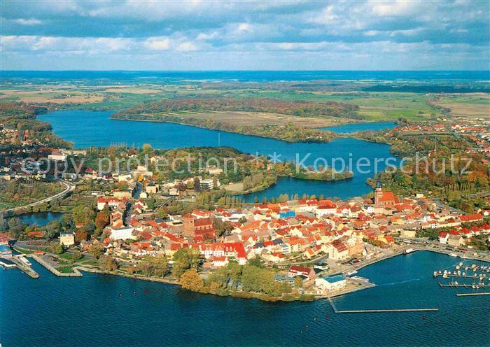 AK / Ansichtskarte Waren Mueritz Altstadt Stadthafen Tiefwarensee Mecklenburgische Seenplatte Fliegeraufnahme Kat. Waren Mueritz