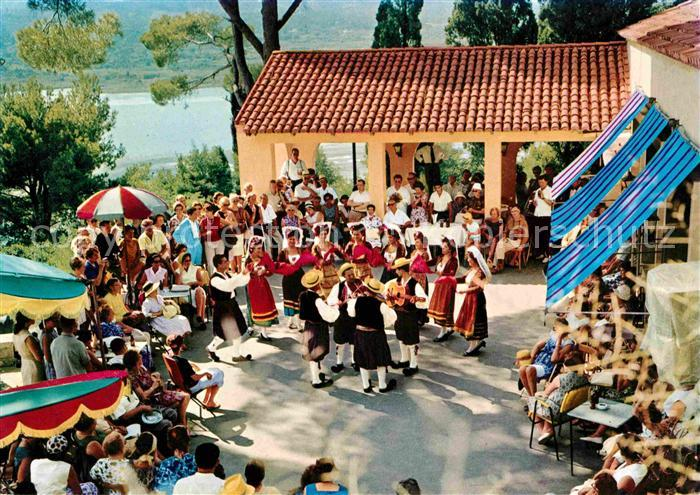 AK / Ansichtskarte Korfu Corfu Volkstanz Tracht Musikgruppe im Restaurant Kat. Griechenland