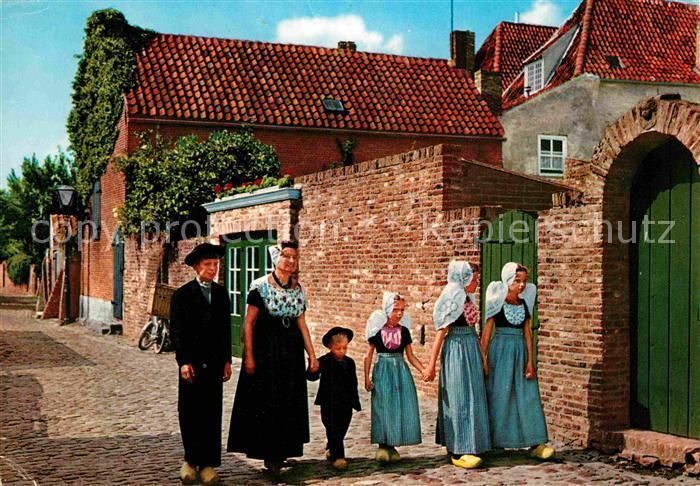 AK / Ansichtskarte Veere Frauen in Tracht Kat. Zeeland