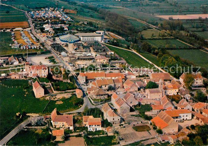 AK / Ansichtskarte Taize Saone et Loire Eglise de la Reconciliation avec tentes du Concile des jeunes Village et eglise romane Kat. Taize