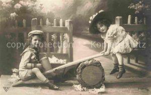 AK / Ansichtskarte Foto BNK Nr. 33301 2 Kinder Mode Hutmode Wippe Kat. Fotografie