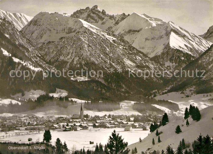 AK / Ansichtskarte Oberstdorf Gesamtansicht mit Alpenpanorama im Winter Kat. Oberstdorf