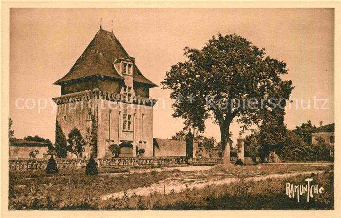 AK / Ansichtskarte Saint Porchaire Porte du Chateau de La Rochecourbon Kat. Saint Porchaire