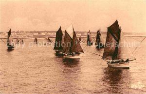 AK / Ansichtskarte Les Sables d Olonne Depart de barques pour la peche au thon Kat. Les Sables d Olonne