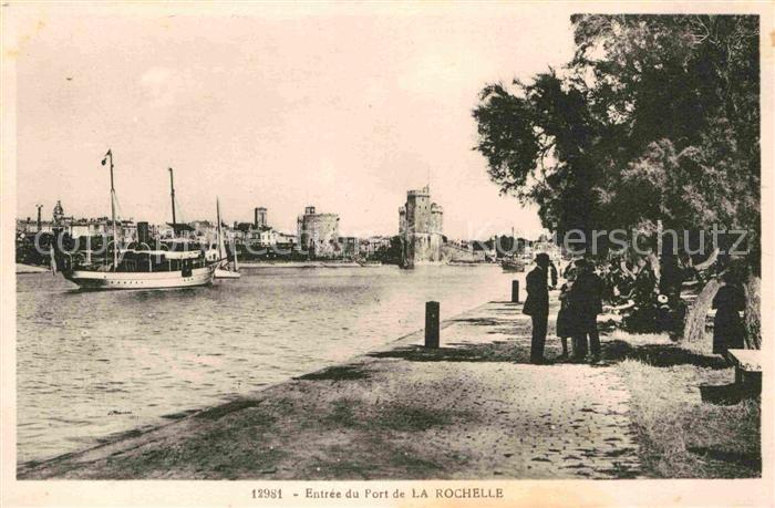 AK / Ansichtskarte La Rochelle Charente Maritime Entree du Port Kat. La Rochelle
