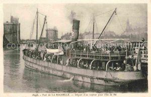 AK / Ansichtskarte Rochelle Charente Maritime La Depart d un vapeur pour Ile de Re Kat. La Rochelle