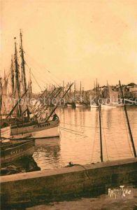 AK / Ansichtskarte Les Sables d Olonne Le Port Quai de la Chaume Kat. Les Sables d Olonne