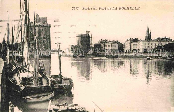 AK / Ansichtskarte La Rochelle Charente Maritime Sortie du Port Kat. La Rochelle