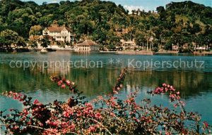 AK / Ansichtskarte Kandy Sri Lanka Temple of the Tooth across tha Lake