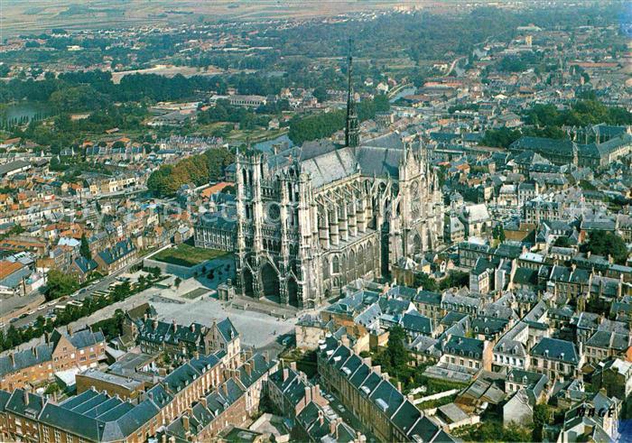 AK / Ansichtskarte Amiens La Cathedrale Vue aerienne Kat. Amiens