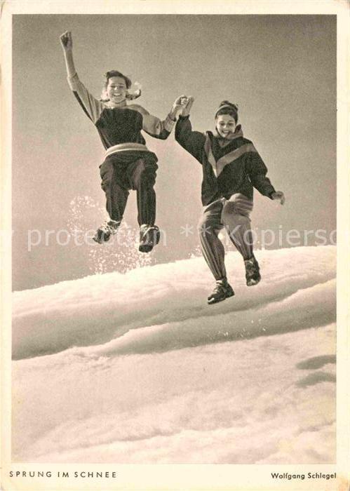 AK / Ansichtskarte Fotografie Wolfgang Schlegel Sprung im Schnee  Kat. Fotografie