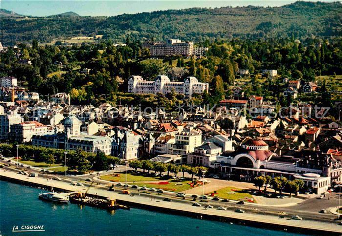AK / Ansichtskarte Evian les Bains Haute Savoie Au 1er plan le Casino Kat. Evian les Bains