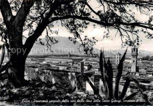 AK / Ansichtskarte Lucca Panorama parziale della citta dalla cima della Torre Guinigi coronato di lecci Kat. Lucca