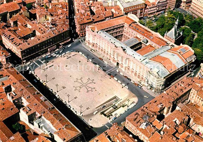 AK / Ansichtskarte Toulouse Haute Garonne Place du Capitole Kat. Toulouse