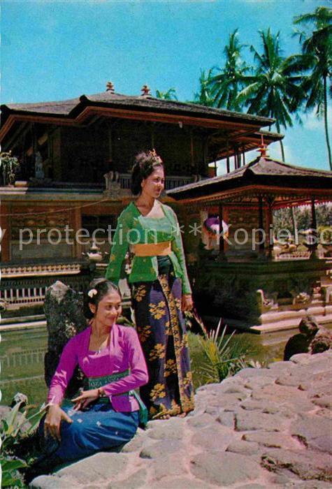 AK / Ansichtskarte Bali Indonesien Gadis Bali didepan Gedung Pusat Kesenian Kat. Bali