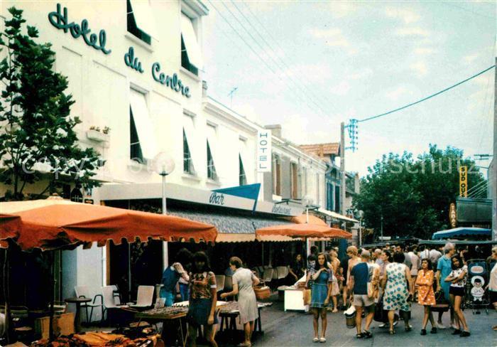 AK / Ansichtskarte Chatelaillon Plage Rue du Marche et l Hotel du Centre Kat. Chatelaillon Plage