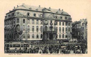 AK / Ansichtskarte Mainz Rhein Gouvernement Einbringen Fahnen nach Parade