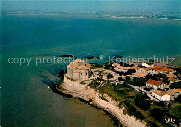 AK / Ansichtskarte Talmont sur Gironde Eglise romane XI siecle vue aerienne Kat. Talmont sur Gironde
