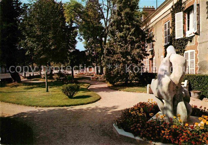 AK / Ansichtskarte Romilly sur Seine Square des Cites Unies sculpture de Favaudon Kat. Romilly sur Seine