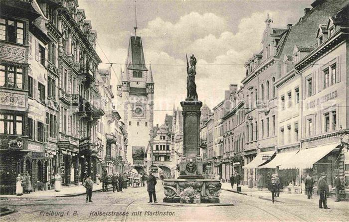 AK / Ansichtskarte Freiburg Breisgau Kaiserstrasse Martinstor Brunnen Kat. Freiburg im Breisgau