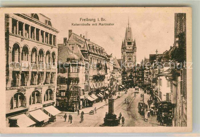 AK / Ansichtskarte Freiburg Breisgau Kaiserstrasse mit Martinstor und Bertoldsbrunnen Kat. Freiburg im Breisgau
