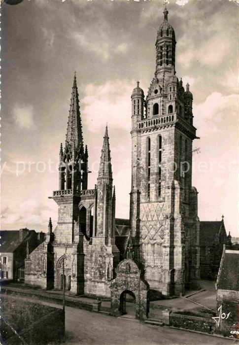 AK / Ansichtskarte Pleyben Eglise Sainte Catherine Les trois clochers de la facade Ouest Kat. Pleyben