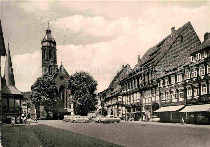 AK / Ansichtskarte Einbeck Niedersachsen Maktplatz Fachwerkhaeuser Kirche Kat. Einbeck