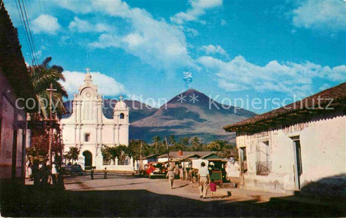 AK / Ansichtskarte Izalco Pueblo tipico al pie del Volcan