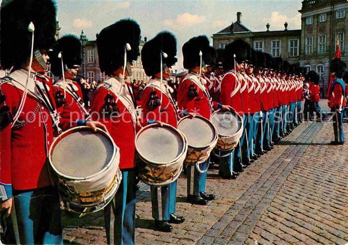 AK / Ansichtskarte Leibgarde Wache Royal Guard Amalienborg Palace Copenhagen Denmark  Kat. Polizei