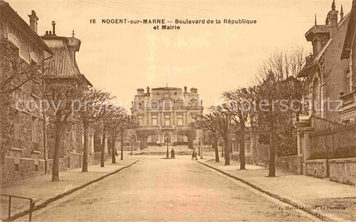 AK / Ansichtskarte Nogent sur Marne Boulevard de la Republique et Mairie Kat. Nogent sur Marne