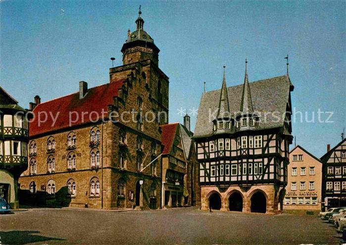 AK / Ansichtskarte Alsfeld Marktplatz Rathaus Weinhaus Fachwerkhaus Historisches Gebaeude Walpurgiskirche Kat. Alsfeld