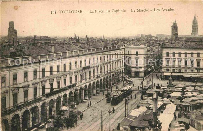 AK / Ansichtskarte Toulouse Haute Garonne Place du Capitole Marche Les Arcades Strassenbahn Kat. Toulouse