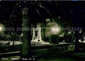AK / Ansichtskarte Alassio Piazza del Re Monumento notturno Kat.
