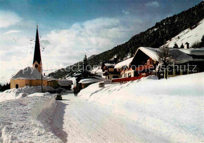 AK / Ansichtskarte Balderschwang Berghotel Hubertus Ortsansicht mit Kirche Winterlandschaft Kat. Balderschwang