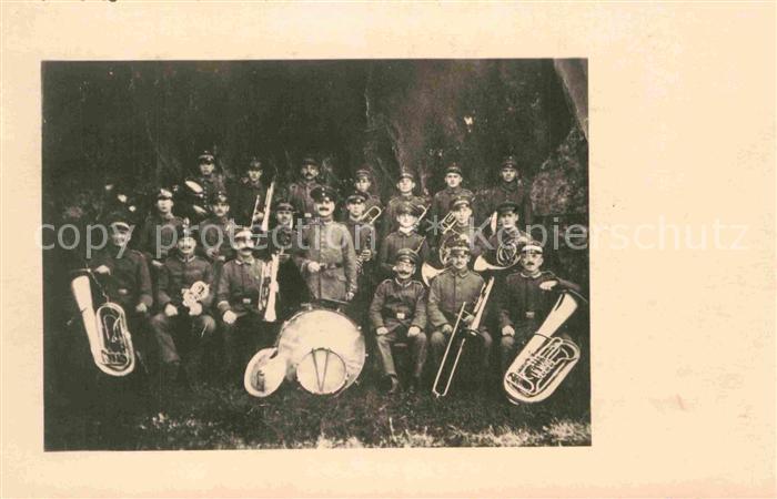 AK / Ansichtskarte Musikanten Soldaten Trommel Tuba Posaune  Kat. Musik