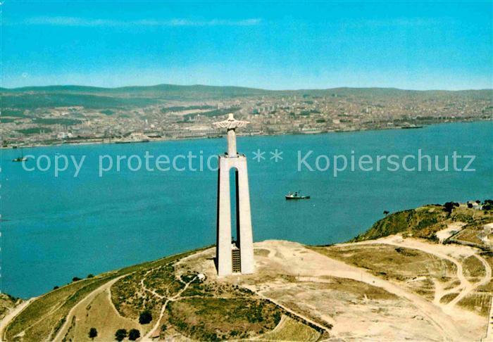 AK / Ansichtskarte Almada Monumento a Christo Rei visto do ar ao fundo Lisboa Kat. Almada
