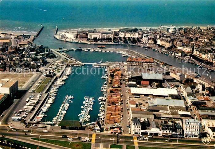 AK / Ansichtskarte Trouville Deauville Vue generale du Port Vue aerienne