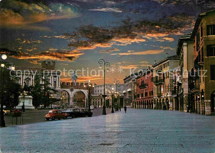 AK / Ansichtskarte Verona Veneto Piazza Bra Kat. Verona
