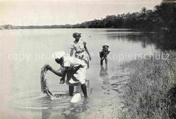 AK / Ansichtskarte Congo Belge Frauen am Fluss Haushaltsarbeiten Kat. Afrika