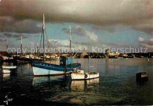 AK / Ansichtskarte Camaret sur Mer Bateaux de peche devant le Sillon Collection La Bretagne en Couleurs Kat. Camaret sur Mer