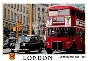 AK / Ansichtskarte Autobus Omnibus London Bus Taxi  Kat. Autos