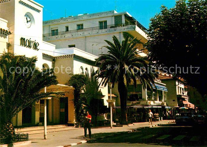 AK / Ansichtskarte Le Lavandou Place de la Mairie Kat. Le Lavandou