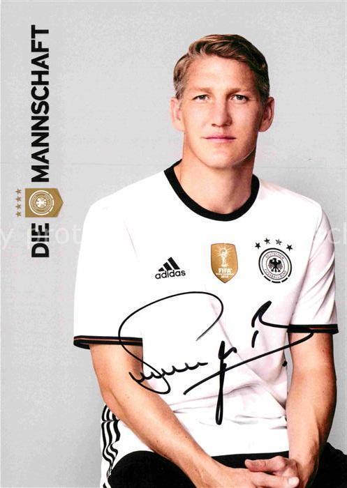 AK / Ansichtskarte Fussball Bastian Schweinsteiger Autogramm  Kat. Sport
