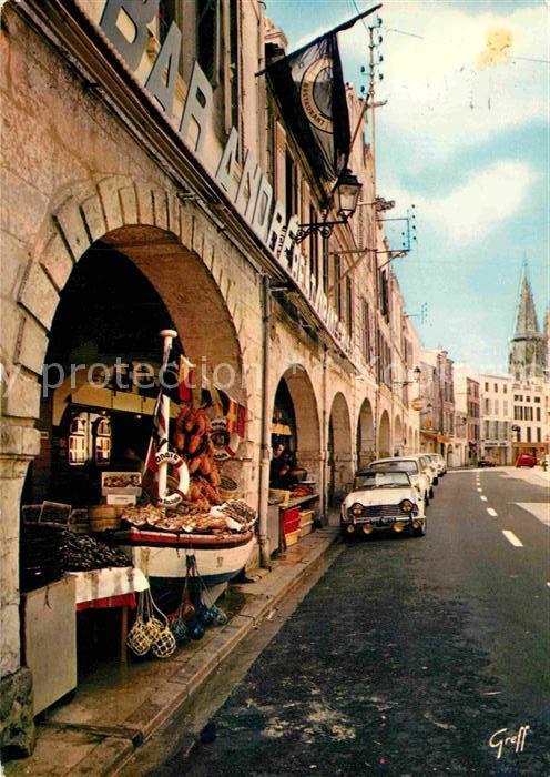 AK / Ansichtskarte La Rochelle Charente Maritime Vieille rue et Tour des Quatre Sergents Kat. La Rochelle