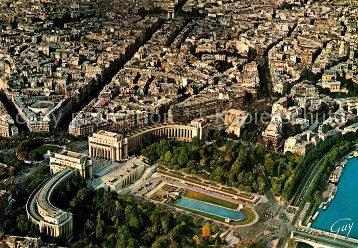 AK / Ansichtskarte Paris Place du Trocadero Palais de Chaillot Avenue Kleber Arc de triopmphe Vue aerienne Kat. Paris