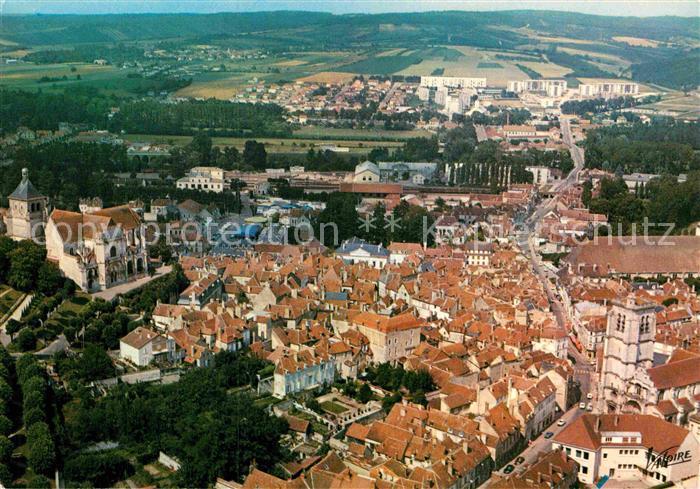 AK / Ansichtskarte Tonnerre Vue generale aerienne Eglise Saint Pierre Eglise Notre Dame Kat. Tonnerre